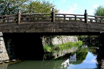 หนึ่งในหลายๆ สะพานข้ามคลอง