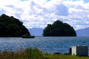 <p>Islands in the harbor</p>