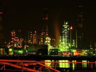 이곳은 한밤중의 미즈시마 콤비나트 공장들