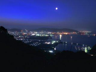 Khu công nghiệp Tokuyama ở thành phố Shunan, tỉnh Yamaguchi, từ sườn núi Taika