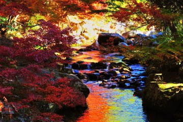 แม่น้ำสีรุ้งในหุบเขา Kamikoshi
