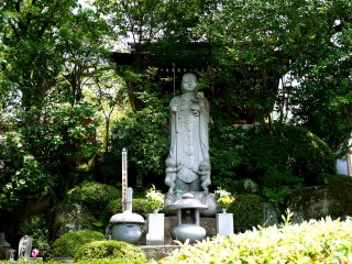 Statue with children - perhaps it is Jizo-san, the Buddhist saint who protects children, travelers and firemen
