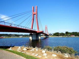 Ciri khas Danau Kitagata, Iris Bridge ( diambil dari nama Iris Garden yang terkenal di dekat sini)