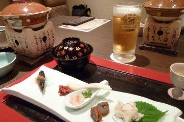 <p>经过一天的游玩,再没有比在酒店客房里吃到当地料理,喝到美味啤酒更令人感到舒适惬意的事了</p>