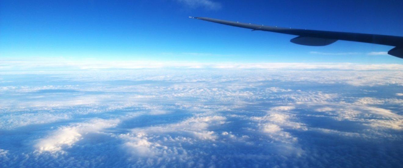 เหินฟ้าสู่นาโกย่า : อรุณสวัสดิยามเช้าบนเครื่องบินกับความงามเหนือเมฆของวิวท้องฟ้าสีครามสุดลูกหูลูกตา
