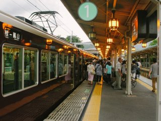 Bienvenue ! Voici la station Arashiyama Hankyu l'après midi