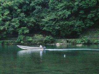 Vous pouvez également apprécier la vue en prenant un bateau sur la rivière Katsura