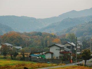 Pemukiman warga di desa Tochiya pada pagi hari, sedikit berkabut.