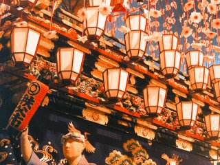 Jelas terasa kemeriahan festival ini, tak ketinggalan pameran ini juga dilengkapi dengan musik penuh hentakan khas festival Jepang.