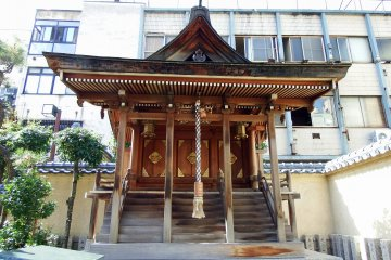 <p>Front view of Three Sisters Shrine, which was newly founded in 1998 when Shibata Shrine and Fox Shrine were rebuilt</p>