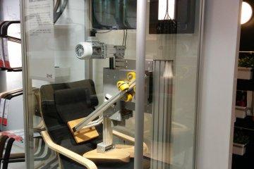 <p>Качество и прочность: этот стул постоянно колотили,но даже после тысяч ударов он все еще стоит</p>