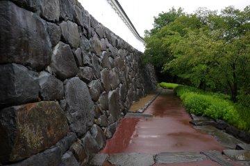 <p>Path along a castle wall &nbsp;</p>