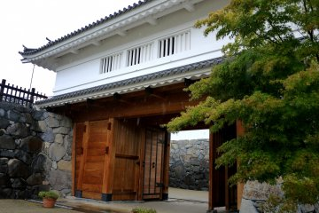 Re-building Kofu Castle
