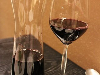 ワインはグラス、カラフェ、ボトルの3種類の売り方