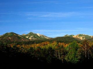 素晴らしい景色であるが、残念ながらまだ冠雪は見られなかった