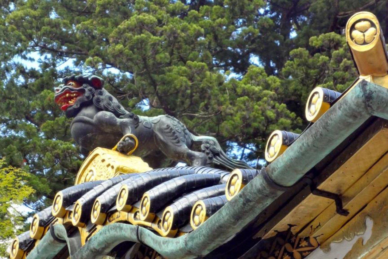 Tsutsuga é uma criatura feroz, muito mais forte que um tigre. As suas pernas estão presas com anéis dourados para que não possam escapar daqui.