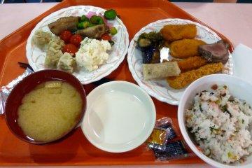 <p>A sampling from the dinner buffet.&nbsp;</p>