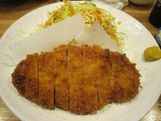 普通のとんかつ。好みのソースをかけて食べる。肉質はとても良く、丁寧に飼育された豚だと分かる