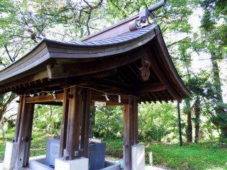 Tempat untuk mencuci tangan di Kuil Fujishima
