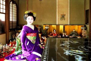 Dress up as a maiko or geisha at Tondaya with kimonos for rental