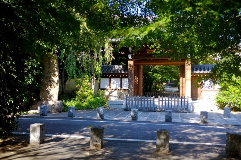 <p>Koenji Temple, the famous temple that lends its name to the district.</p>