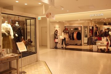<p>There are plenty of womens&#39; clothing stores</p>