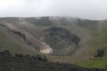 <p>Looking into the crater, a little bit scary to think that it could blow up anytime!</p>