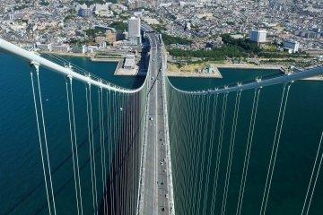 Cảnh quan từ cầu Akashi khổng lồ