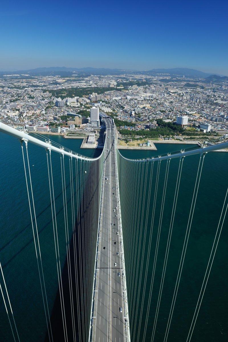 <p>Я забрался на огромную высоту, и я стою на перекладине моста!</p>