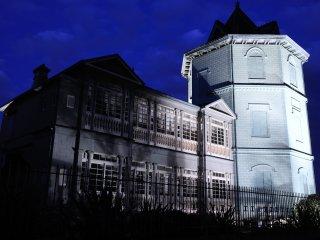 夕暮れに浮び上る中国の楼閣
