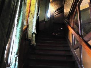 大正ロマン溢れる階段