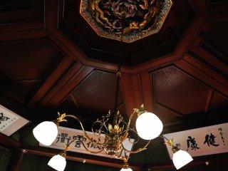 呉錦堂2階天井 見事な鳳凰