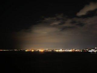 少しの間、橋から逸れてみる この灯りは明石市の夜景