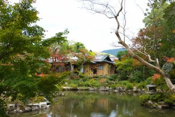 <p>Seisyu-An Tea Ceremony House, tucked in the corner of the garden.</p>