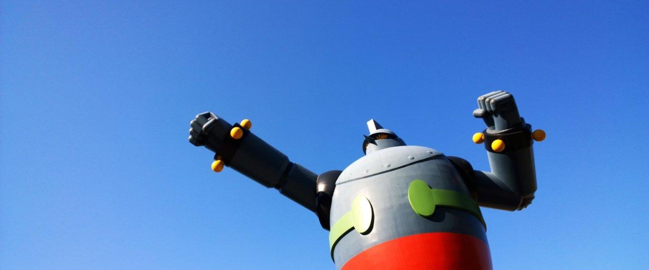 Tetsujin 28-go ประติมากรรมหุ่นเหล็กยักษ์สูงกว่า 15 ที่ตั้งเด่นเป็นสง่างอยู่บริเวณสวนสาธารณะวากะมัตซึ (Wakamatsu Park) ในเขตนากาตะ (Nagata) เมืองโกเบ จ.เฮียวโกะ นี้เป็นโปรเจ็คKobe Tetsujin Project เพื่อสร้างอนุสรณ์รำลึกรวมถึงฟื้นฟูเมืองตลอดจนผู้คนให้กลับมามีชีวิตชีวาขึ้นภายหลังเกิดเหตุการณ์แผ่นดินไหวครั้งใหญ่ในเมืองโกเบ (The Great Hanshin Earthquake) ในปี ค.ศ.1995