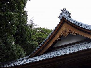 Mái đền trong rừng