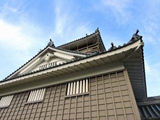 Echizen Ono Castle under the blue sky