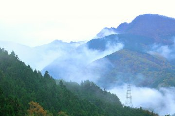 <p>It was drizzling when I visited, and the mist was covering the mountain ridges</p>