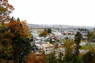 Так выглядит город Йокоте с вершины замка