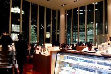 <p>The floor to ceiling windows towering over the boulevards of Umeda and Osaka station are soothing for the eyes</p>