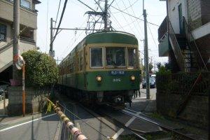 An Enoden train, near Yuigahama station