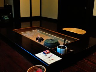 My room consisted of one tatami-mat room, and another one which had an irori fireplace on the wooden floor