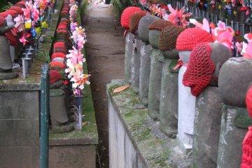 Las filas de estatuas se extienden por casi 100 metros