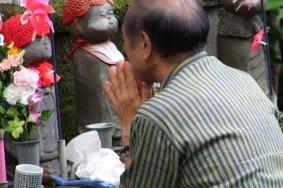 Статуи Дзидзо в храме Дзодзё-дзи