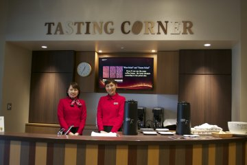<p>The lovely staff at UCC Coffee museum&#39;s Tasting Corner</p>