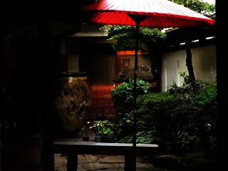 とても雰囲気のある庭先が見えた!まさに飛騨の小京都