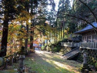 Belo caminho da sala de oração para a Sala do Mikoshi-Den