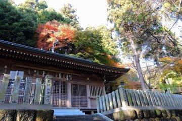 카쿄(花筐)공원 : 오카후토(岡太)신사의 미코시덴(神輿殿)