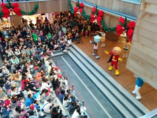 "You can see the performance from the first or second floor. I was screaming louder than the children, ""Anpanman!!"""