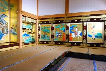 <p>อีกหนึ่งมุมที่โชว์ให้เห็นศิลปะหัตถกรรมของงานฝีมืออันวิจิตรของคนยุคก่อน ซึ่งนี่เป็นฉากกั้นห้องหนึ่งภายใน&nbsp;Honmaru Goten Palace นั่นเอง</p>
